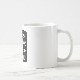 """Caneca De Café """"Eu gosto de copos grandes e eu não posso"""