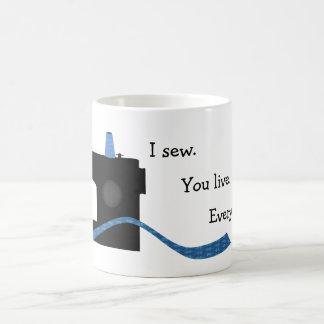 Caneca De Café Eu Sew o vivo design Sewing engraçado