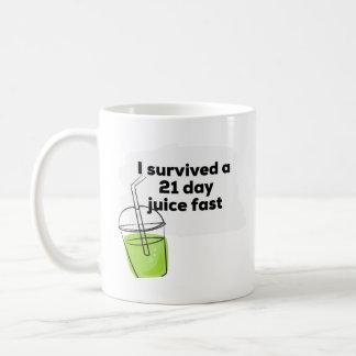 Caneca De Café Eu sobrevivi a um Vegan saudável engraçado do suco