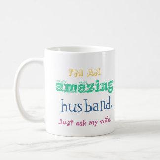 Caneca De Café Eu sou um marido surpreendente. Apenas pergunte a