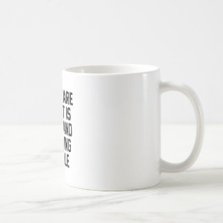 Caneca De Café Evitando pessoas