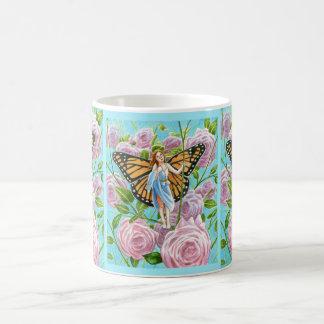 Caneca De Café Fada do monarca entre os rosas