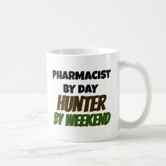 Caneca De Café Farmacêutico pelo caçador do dia em o fim de