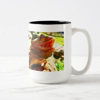 Caneca de café farpada de sorriso do dragão