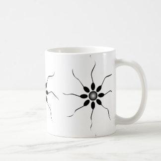Caneca De Café Fecundação feliz do esperma. Preto e branco