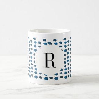 Caneca de café feita sob encomenda da inicial azul