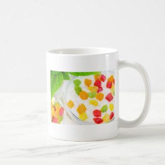 Caneca De Café Fim-acima saudável da farinha de aveia com frutas