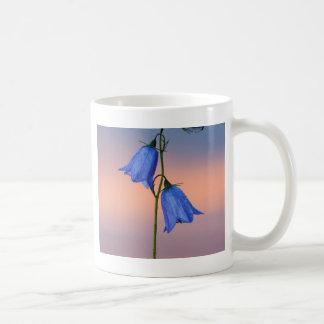 Caneca De Café Flor do Bluebell no nascer do sol