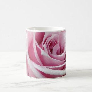 Caneca de café floral do rosa do rosa