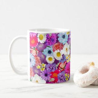 Caneca de café floral real da colagem da foto