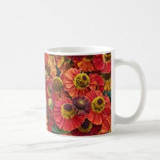Caneca De Café Flores vermelhas e alaranjadas do helenium