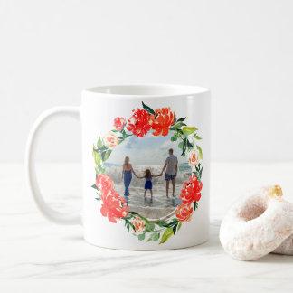 Caneca De Café Foto floral da grinalda da aguarela vermelha da