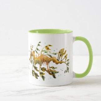 Caneca de café frondosa do cavalo marinho do