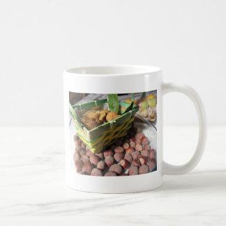 Caneca De Café Frutas do outono com avelã e os figos secados