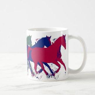 Caneca De Café funcionamento dos cavalos selvagens da fazenda