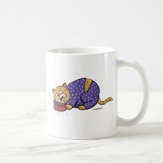 Caneca De Café Gato que veste o pijama roxo das bolinhas