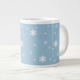 Caneca De Café Gigante Os flocos de neve modelam no inverno azul,
