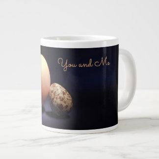 """Caneca De Café Gigante Ovos da galinha e de codorniz no amor. Texto """"você"""
