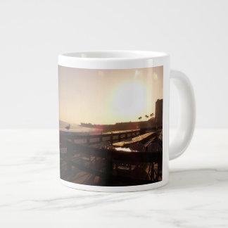 Caneca De Café Gigante Por do sol no cais