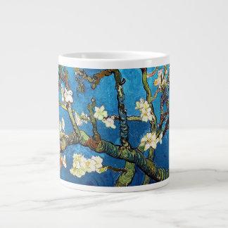 Caneca De Café Grande Belas artes de florescência da árvore de amêndoa
