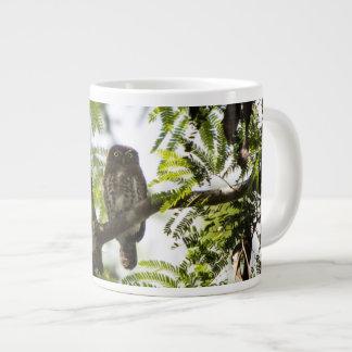 Caneca De Café Grande Coruja em uma árvore