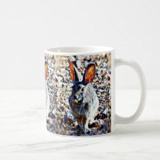 Caneca de café grande do coelho da orelha
