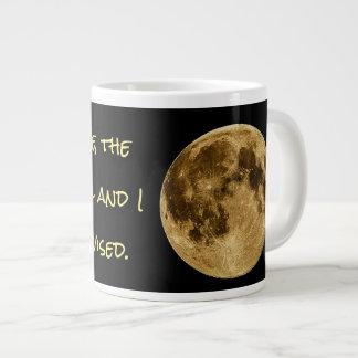 """Caneca De Café Grande """"Em minha defesa, a lua estava completa e eu era…"""