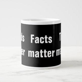 Caneca De Café Grande Matérias da verdade da matéria dos fatos da