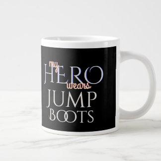 Caneca De Café Grande Meu herói veste o paramilitar salta botas