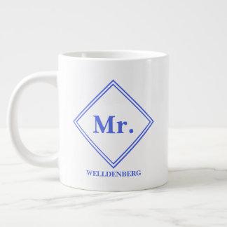 Caneca De Café Grande Sr. floral azul do monograma da caligrafia da