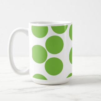 Caneca De Café Grandes pontos do verde de ervilha no branco