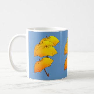 Caneca De Café Guarda-chuva amarelo de flutuação