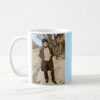 Caneca De Café homem novo elegante da foto vernáculo do 1920