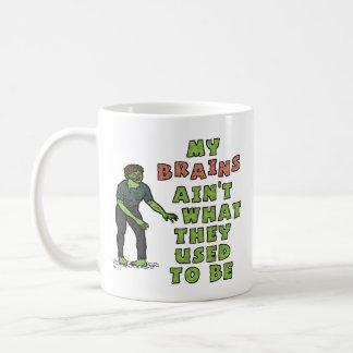 Caneca De Café Idade avançada engraçada dos cérebros do zombi