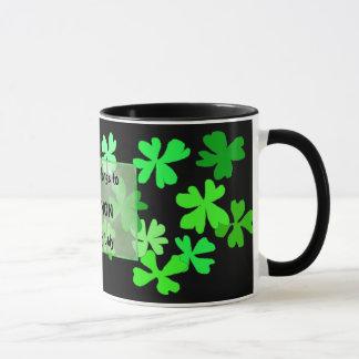 Caneca de café irlandesa da senhora Trevo