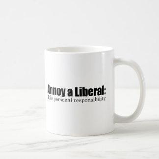 Caneca De Café Irrite um liberal - tome a responsabilidade