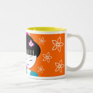 Caneca de café japonesa moderna da menina de