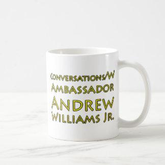 Caneca De Café Jr. das conversações w/Ambassador Andrew Williams
