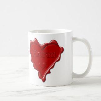 Caneca De Café Karen. Selo vermelho da cera do coração com Karen