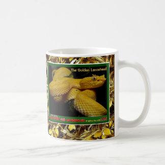 Caneca De Café Lancehead dourado é um cobra psto em perigo -