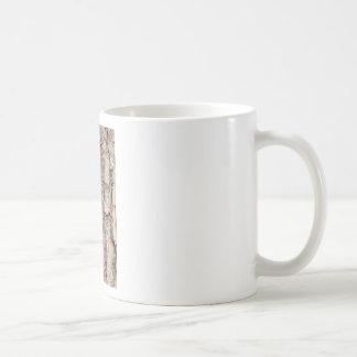 Caneca De Café Latido do pinheiro escocês como o fundo