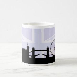 Caneca De Café Londres situa a skyline & o Union Jack/roxos da