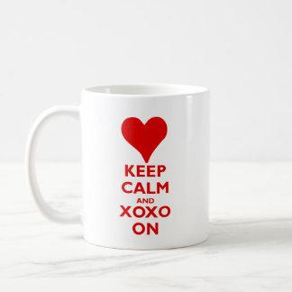 Caneca De Café Mantenha a calma com abraços e beijos