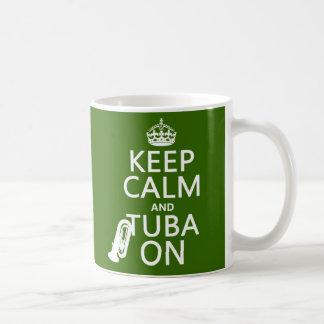 Caneca De Café Mantenha a calma e a tuba em (alguma cor do fundo)