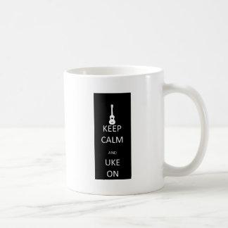 Caneca De Café Mantenha a calma e o Uke sobre