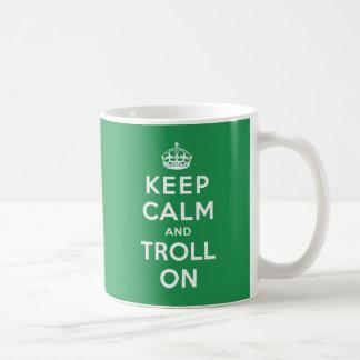 Caneca De Café Mantenha a calma e pesque-a à linha sobre