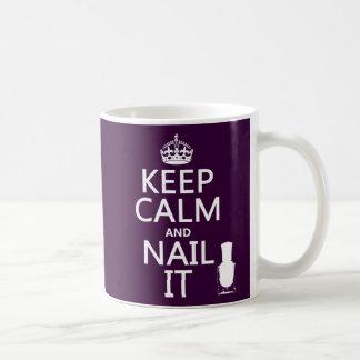 Caneca De Café Mantenha a calma e pregue-a (o verniz para as