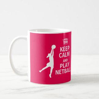 Caneca De Café Mantenha citações do Netball da calma e do jogo