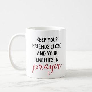 Caneca De Café Mantenha seus inimigos na oração