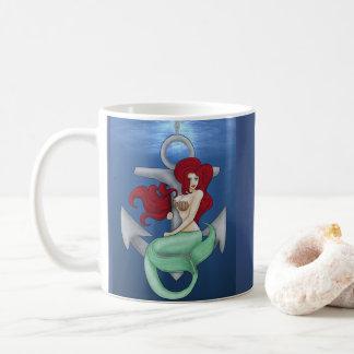 Caneca De Café Menina do Pinup, sereia da âncora sob o oceano